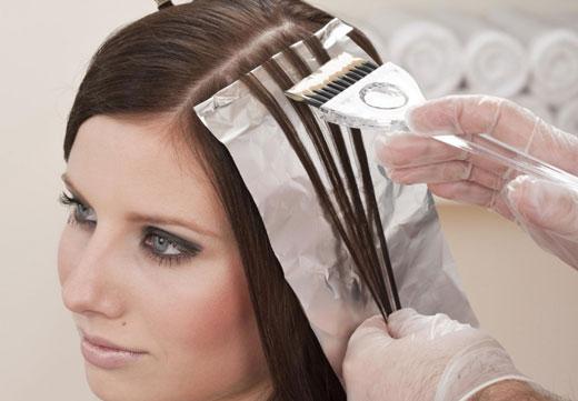 Краска для волос на девушке