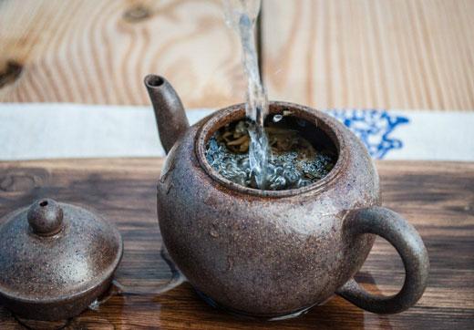 Чайник с кипятком