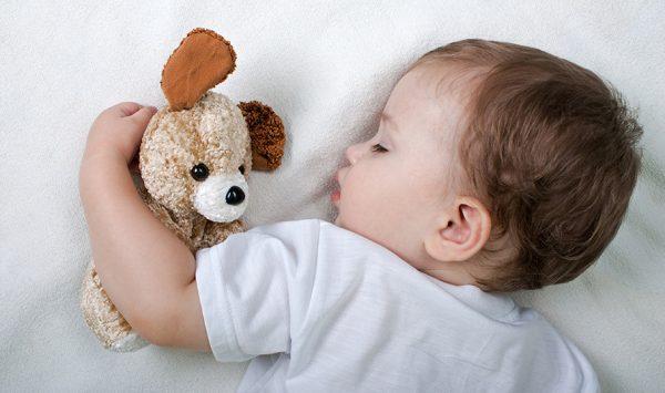 у ребенка поднимается температура во время сна