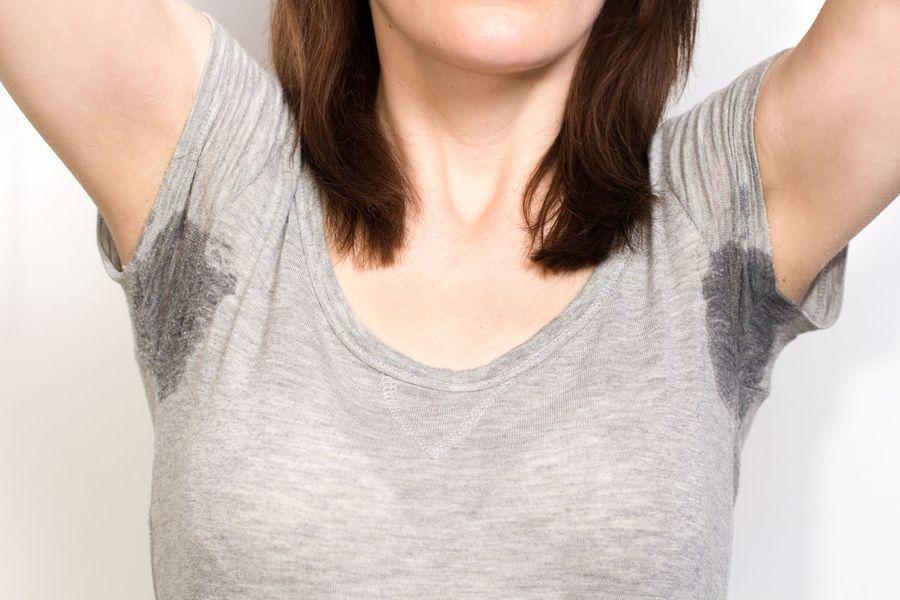 Потные подмышки как следствие нарушения работы потовых желез