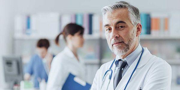 К какому врачу идти с геморроем
