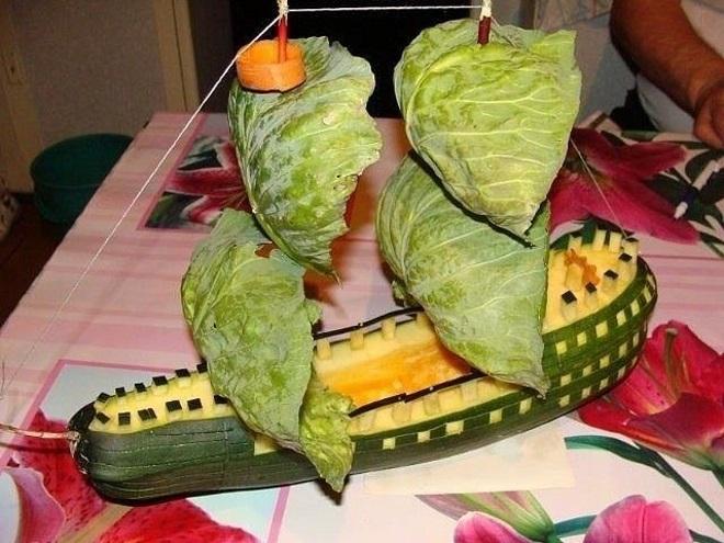Корабль из кабачка и капусты