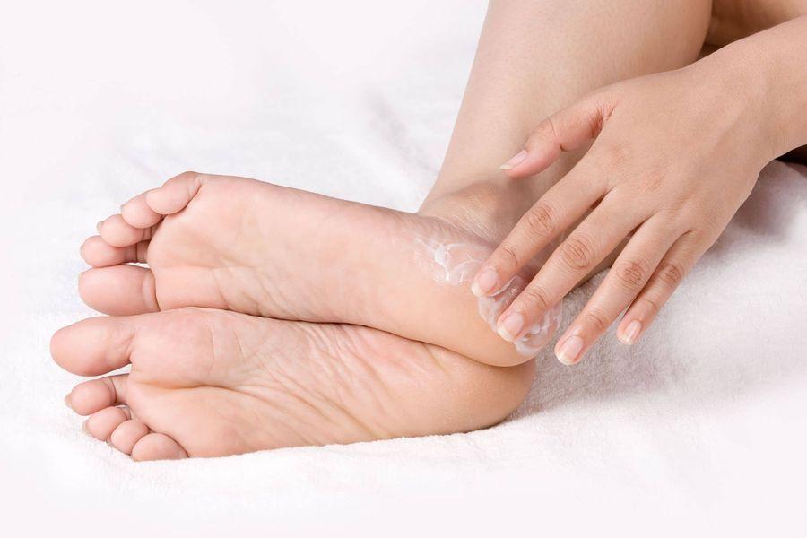 Мази и крема от потливости ног