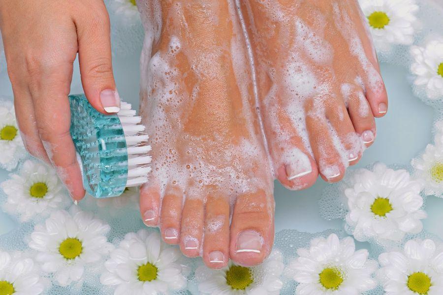 Гигиенические процедуры от потливости ног