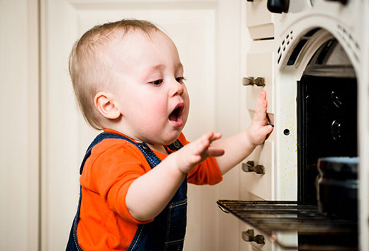 ребенок и газовая плита
