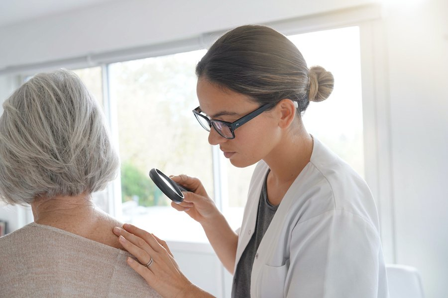 osmotr-u-vracha-dermatologa