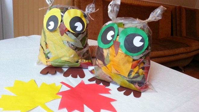 Совы из пакетов с листьями