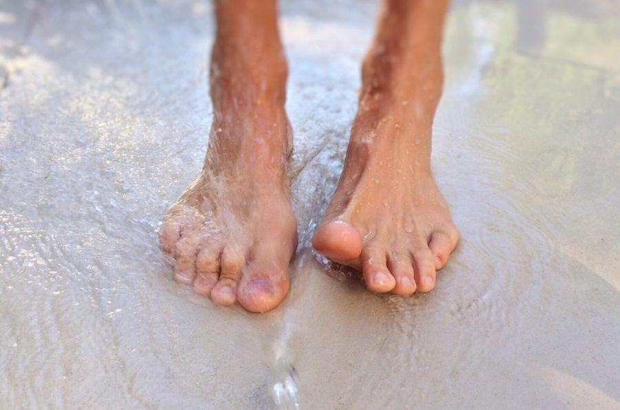 Соблюдение повышенной гигиены ступней в целях профилактики потливости